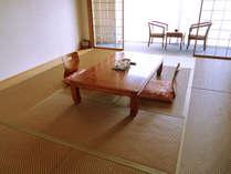 和室10帖(3F)の広めのお部屋となります。