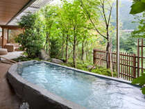 大浴場「四季の湯」では鬼怒川のせせらぎを露天風呂で楽しめる