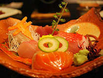 下田港直送。獲れたてのお魚で日替わりの割鮮を。2017秋 向附一例