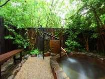 【紅藤】石造りの露天風呂