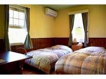 落ち着いた雰囲気の角部屋ツインルーム。お一人様やご出張でのご利用向き♪