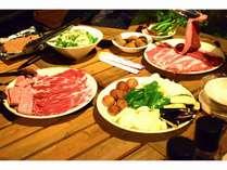 富士山ふもとの豊かな土地で育ったおいしい野菜とお肉の盛り合わせを召し上がれ~!
