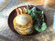 大好評のパンケーキエッグベネディクトの朝食です。お手製オランデーズソースが卵の味を引き立てます!