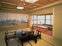 宍道湖と大橋川にL字に面した窓があり、部屋からの眺めは絶景。ゆったり14畳の特別室。