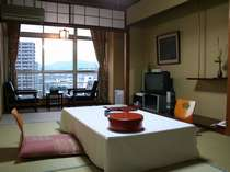 街側に面した8畳和室の一例
