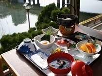 松江の名物が勢ぞろいの朝食。しじみのお味噌汁がおかわり自由なのがうれしい♪