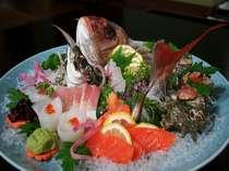 その日おすすめのお宿おまかせ鮮魚・お造り盛り合わせ。※写真は2名分です