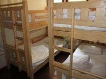 【平日限定】ドミトリー・個室4人部屋限定 連泊割引プラン 朝食or夕食サービス