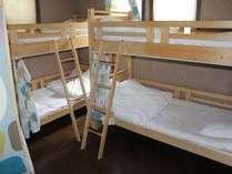 男女混合ドミトリー 2段ベッド カーテン有り