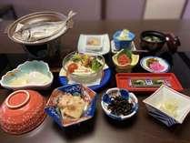 当館定番の和朝食膳となります。温泉宿らしいご朝食をどうぞ!