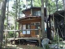 森林の中の手作りコテージ プライベートデッキでハンモックでお昼寝はいかがですか?