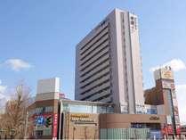 昼の外観です。新潟駅前徒歩1分、新幹線東口の改札から徒歩約3分です。