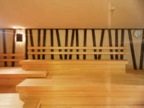 男性サウナ。サウナの後は日本最大級の名水水風呂へまっしぐら!