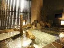 ◆女性外気浴岩風呂(約41~42℃)
