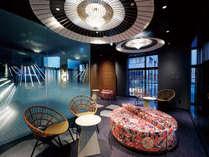 湯上り処は麻の葉柄の組子を模したディスプレで伝統工芸が楽しめる空間になっております。