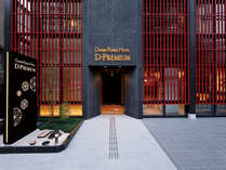 入口のデザインは伝統様式「木虫籠」をイメージしました。