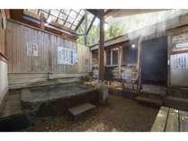 天然の蒸気使用の蒸し風呂
