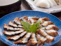 【うなぎのじゅんじゅん】うなぎのすき焼き鍋 とも言われる伝統の1品です。