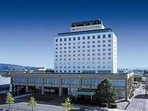 ホテル外観。平成21年4月1日より「ホテルクラウンパレス秋北」へ改称。