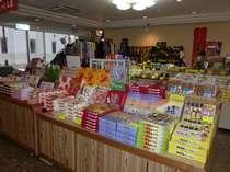 1階ロビーの売店。AM8:00~PM9:00まで営業しています。