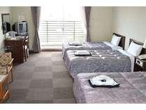 2014リニューアルした洋室。ベッドはすべてセミダブルベッドでゆったりお寛ぎ頂けます。