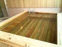 源泉掛流しの家族風呂「鹿・鶴の湯」ご予約で満室の場合ご利用出来なくなりますので予めご了承下さい。