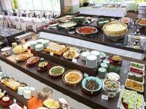 約40種類のお料理が並ぶ朝食バイキング