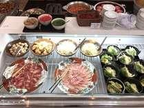 自分で作れる鍋肉・野菜・麺をそれぞれ選んでお好みで作れます2種類の出汁もご用意しております。