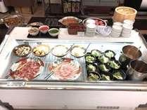 お好みで作れる小鍋コーナー!肉・野菜・麺・スープをお好みで選んでオリジナル鍋を作ろう