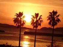 郷ノ浦港の対岸にあり、弁天崎公園に隣接し、夕日がきれいです。