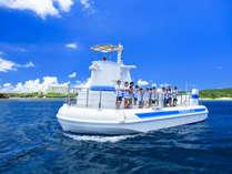 『サブマリンJr.II』海中展望室から色鮮やかなサンゴ礁や熱帯魚が見られる、動く水族館です。