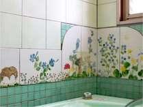 mori302号咲き誇った花に囲まれての入浴タイム