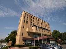 ホテル外観<駐車場無料>甲府のビジネスや観光の拠点に