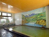 *【大浴場】湯量豊富な天然温泉を、贅沢にかけ流しでお楽しみいただけます。