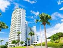 ホテル外観/青い空と海のリゾート