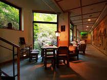 グリーンの中で癒される空間。時間を贅沢に使うお泊りを。