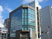 近鉄八尾駅から徒歩3分の好立地!客室数全32室のミニホテルです。