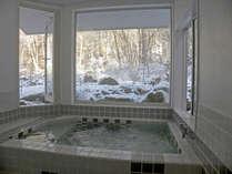 雪景色の展望風呂