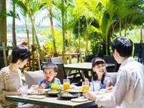 瀬良垣ビーチを眺めながら、リゾートならではの朝食を満喫頂けます。