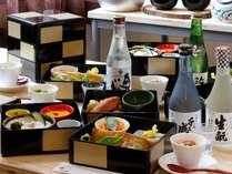 【ご夕食】3段箱でご用意する夕食は、一段ずつ開けるためにワクワク♪