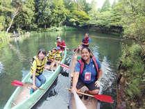 大人気のカヌー。当館敷地内にある池にてお楽しみ頂けます(開催日のみ)。スタッフも一緒で安心。