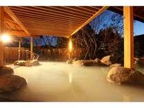 白濁のかけ流し温泉に浸れる女性露天風呂 慢性婦人病にも良いとされる
