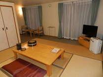 カーペット部分があり畳数より広く使える8畳和室