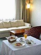 ルームサービスの朝食