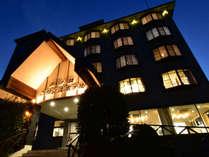 夕刻の芦ノ牧プリンスホテル。クラシカルな外観がお出迎えいたします。