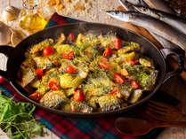 【9~11月・夕食ブッフェ】旬を迎えた秋刀魚とポテトの香草パン粉焼きにフレッシュハーブの香りを添えて。