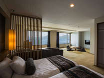 【倶楽部基本和洋室】2面ある大きな窓からは洞爺湖を一望。和の落ち着きとモダンな設えの和洋室です。
