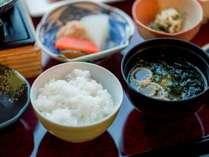 炊きたてホカホカの仁多米ご飯♪もちろんおかわり自由!!