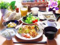 【レストラン花茶屋】無料バイキング朝食 営業時間⇒6:30~9:00 場所⇒ホテル東館 1階