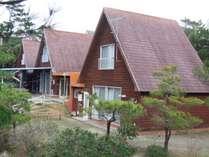 【外観】にらい恩納は自然豊かな沖縄北部にある施設です